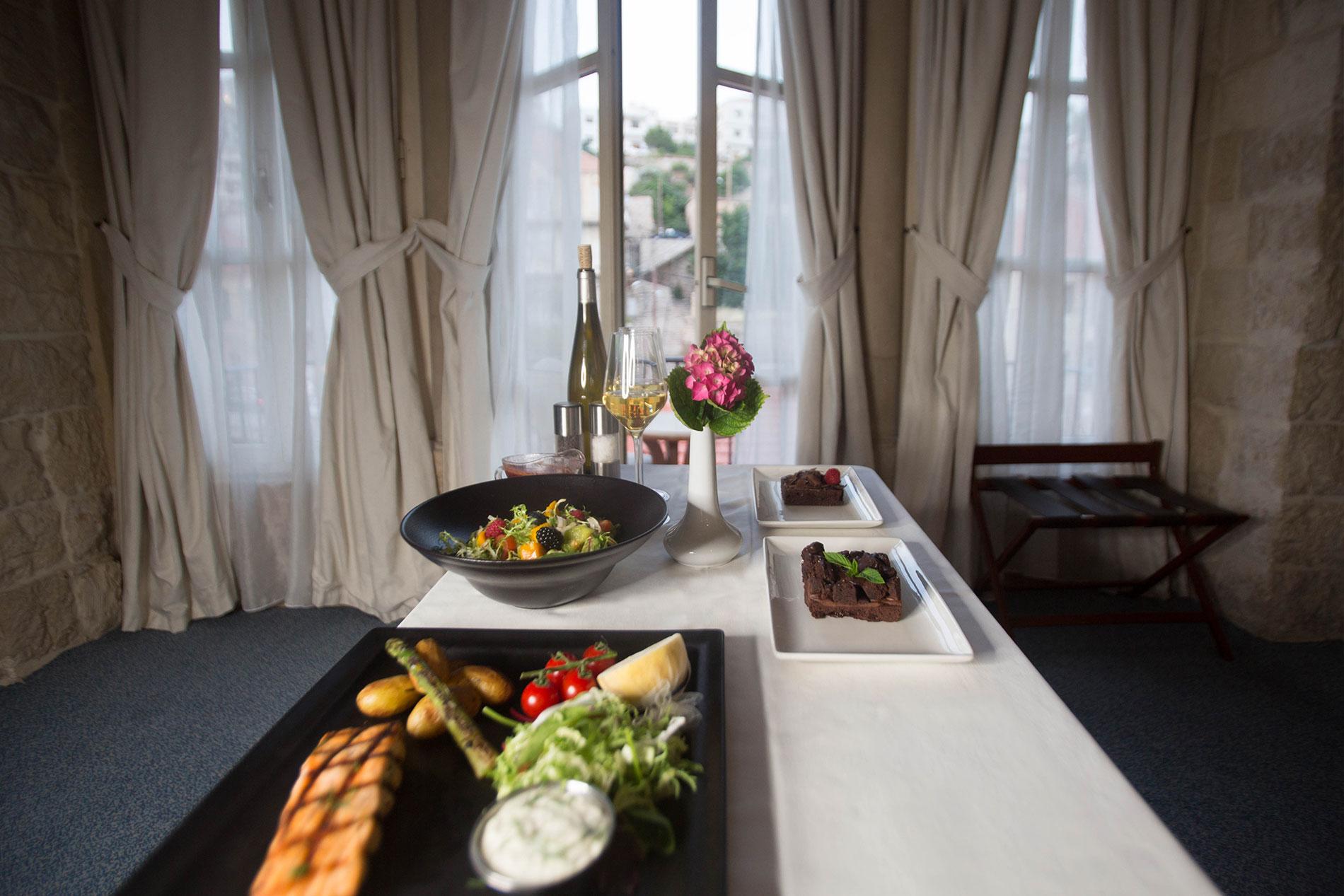 indoor room kadri and food service